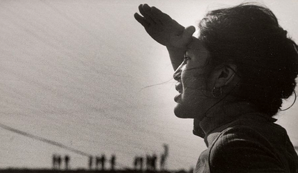 Dolores Huerta picketing Pirelli-Minetti.