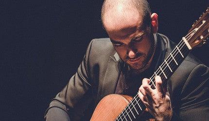Igor Lichtmann playing an acoustic guitar.