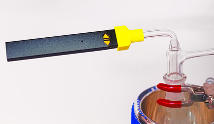 A Yale-designed machine captures Juul aerosol to determine its chemical makeup.