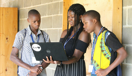 In Rwanda, Yale student instructor Elizabeth Olatunji '20 shows YYAS students how to access online university applications.