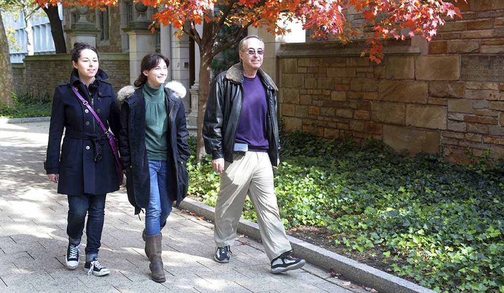 A student and her parents during Yale Family Weekend