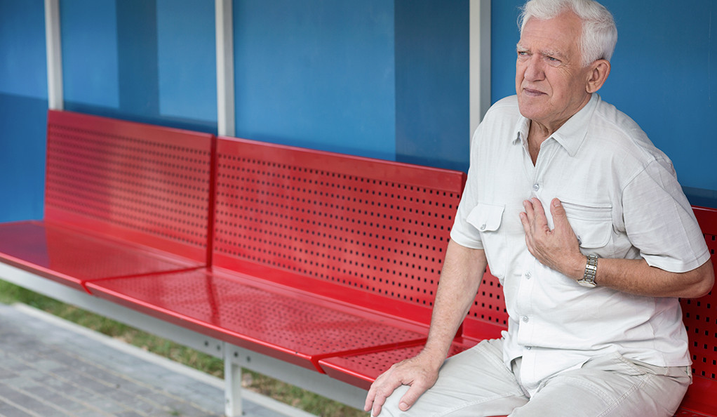 Senior at bus stop having pain in chest