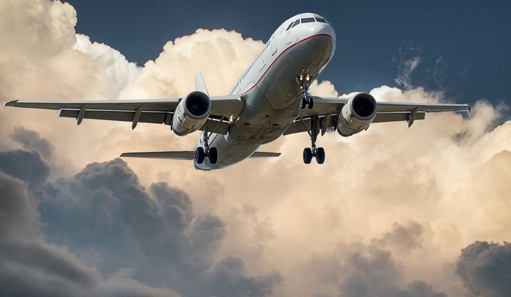 An commercial airplane during takeoff.