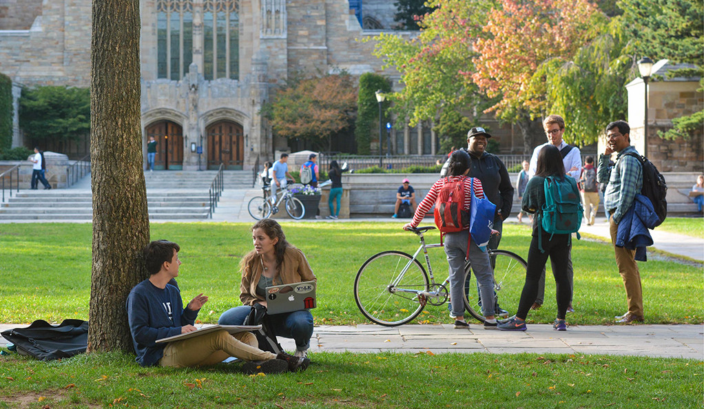 A photo of students on Cross Campus at Yale University.