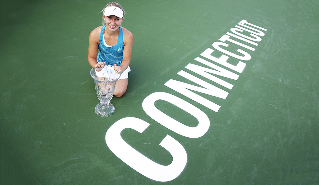 Daria Gavrilova of Australia, the 2017 Connecticut Open champion, posing withy her trophy.