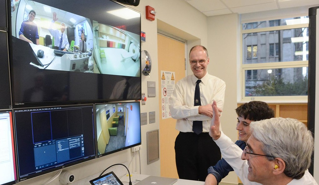 President Peter Salovey meets with the fMRI team at the new Brain Imaging Center.