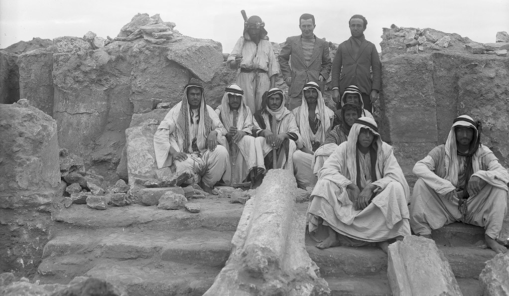A photograph of archaeologist Frank Brown and his crew during a 1934-1935 excavation in Dura-Europos, Syria.