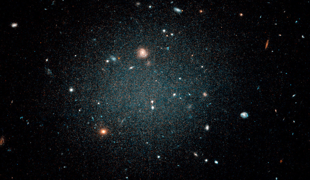 The galaxy NGC 1052-DF2 as seen by the Hubble Space Telescope.