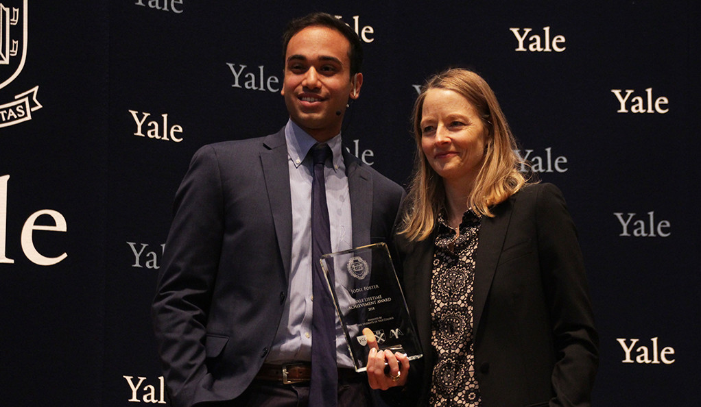 Matthew Guido presents Jodie Foster with the fourth annual Yale Undergraduates' Lifetime Achievement Award