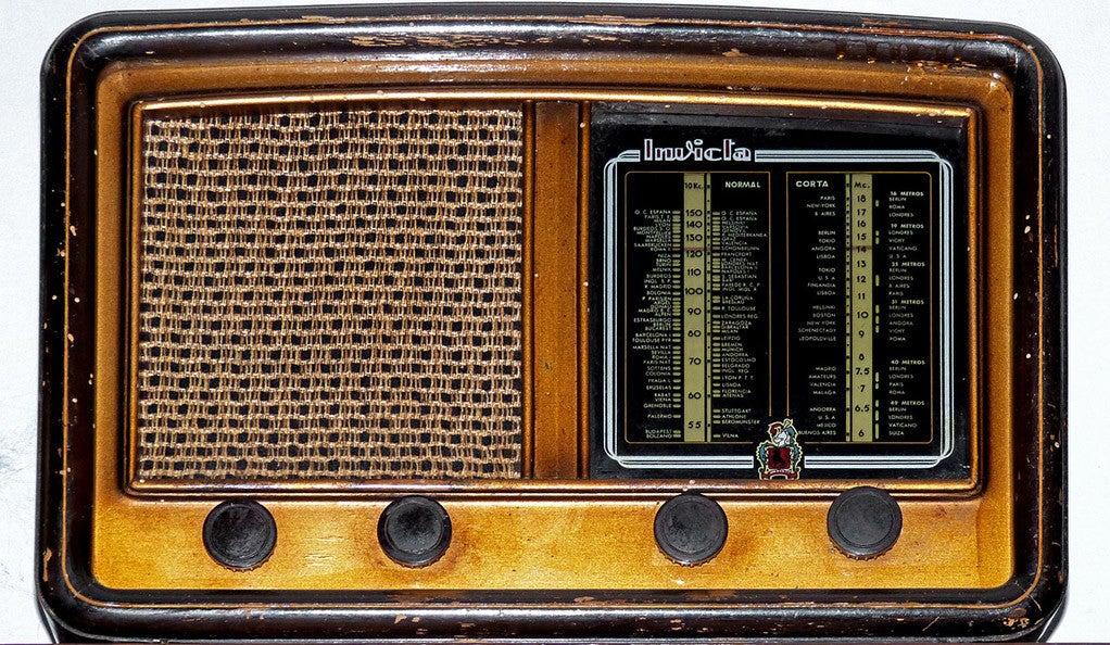 An old-timey radio
