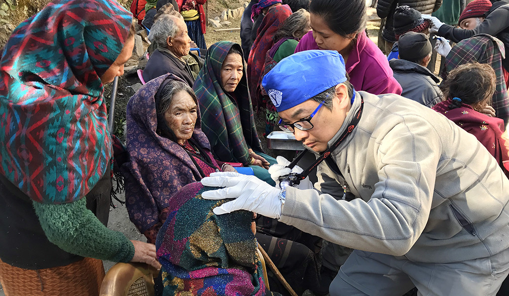 Yale eye doctor set his sights on volunteer mission to Nepal