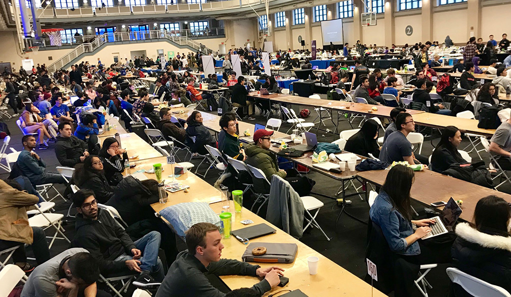 Photo of a room full of students working on their computers.