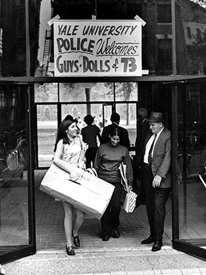 Welcoming sign for the first class of women matriculating in Yale College, 1969