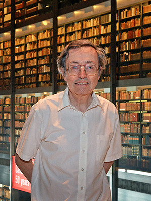Yale professor Robert Crabtree is presented with the 2013 Postdoctoral Mentoring Award at the Beinecke Library