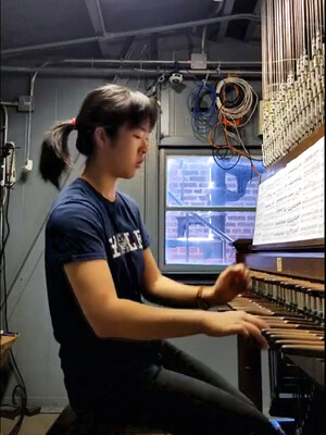 Annie Gao playing the carillon.