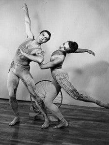 "Paul Taylor and Elizabeth Walton dancing in ""Tracer"" in 1963."