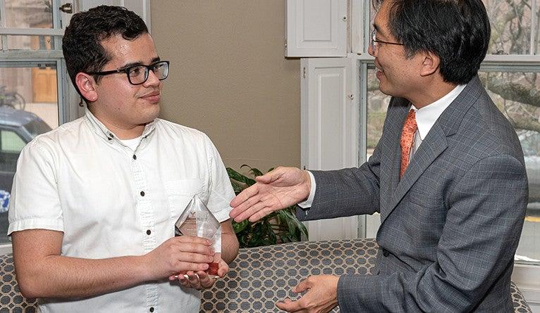 Cesar Garcia Lopez '18 receives his award from Dean Chun.