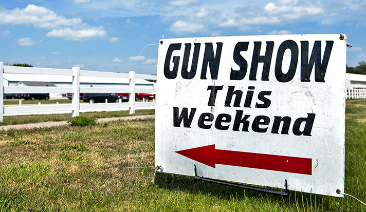 A Gun Show This Weekend sign in the American Midwest.