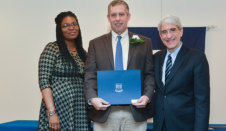 David Skelly receives the Ivy Award
