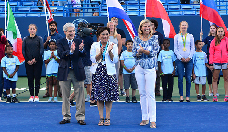 Salovey, New Haven Mayor Toni Harp, and tournament director Anne Worcester‎ welcome the players at the 2016 CT Open.