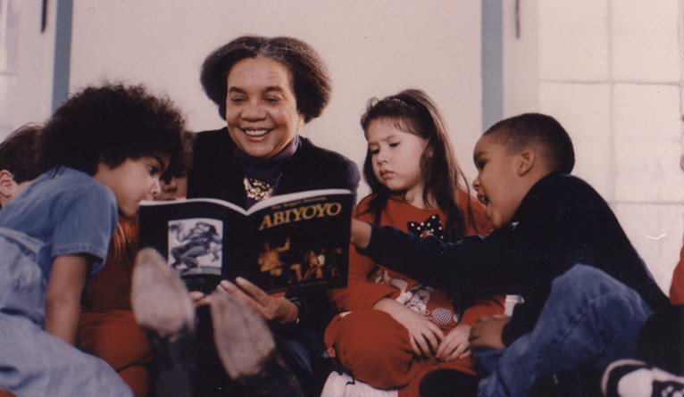 Marian Wright Edelman reading to children.