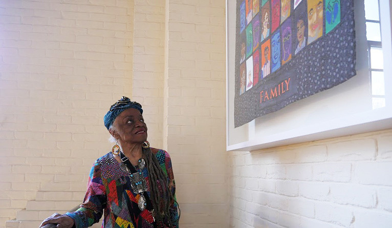Artist Faith Ringgold at the unveiling of the quilts in the Timothy Dwight College dining hall on April 8.