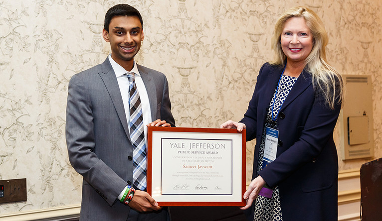 Law student Sameer Jaywant receives his Yale-Jefferson award from Nancy Stratford. (Photo by Tony Fiorini)
