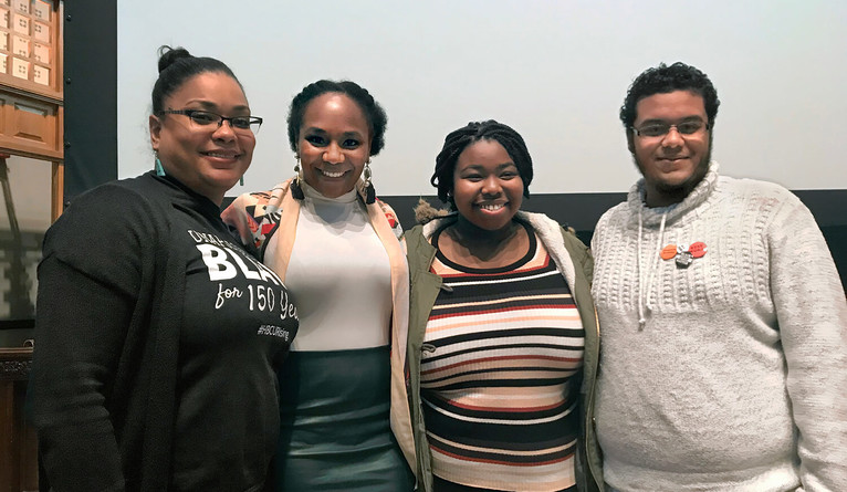 Bree Newsome posing with local New Haven students.