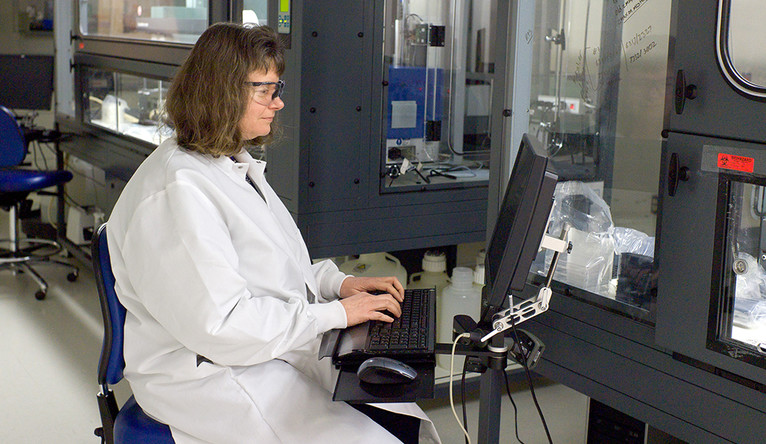 Laura Abriola from the Yale Center for Molecular Discovery working in the lab.