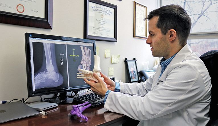 Frumberg compares a 3D printed model to a traditional CT scan.