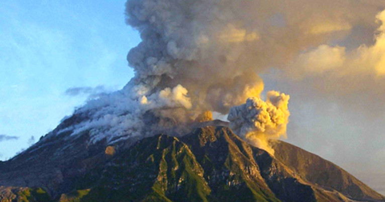 before a volcano erupts violently  the warning signs